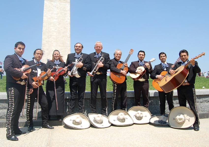 mariachi_los_amigos_monument_dc.jpg (850×600)